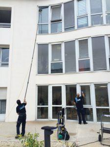 Nettoyage des vitres avec perche téléscopique -01