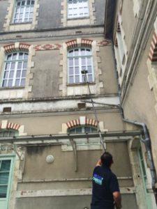 Nettoyage des vitres avec perche téléscopique -02